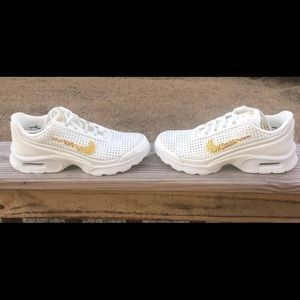 NWB Women's Bedazzled Nike Size 6.5
